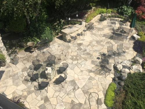dry stack bar fire pit and flagstone patio